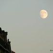Paris:パリの空に出でし月
