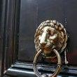 :建物のライオン