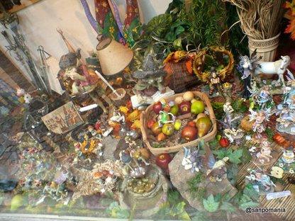 2007/10/26;秋らしく木の実と妖精のディスプレイ