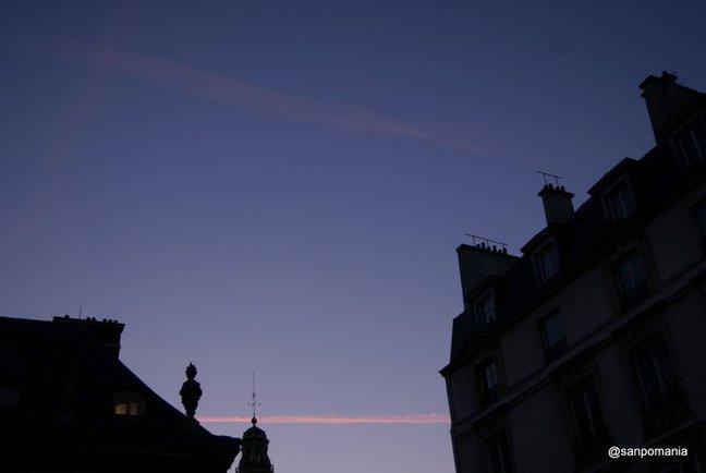 2011/11/19;パリの空はいつも飛行機雲がいっぱい