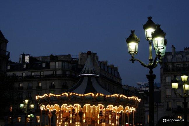 2011/11/19;街の明かりが少ない中ここだけ別世界のように華やか