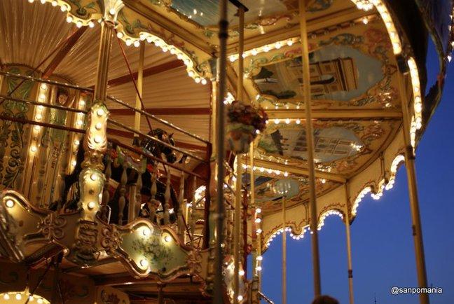 2011/11/19;天井にはパリの観光名所の絵