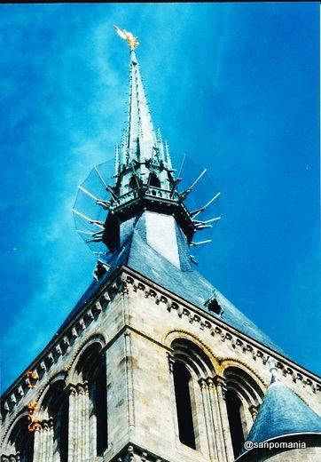 1997年;モン・サン=ミシェルの塔の突端