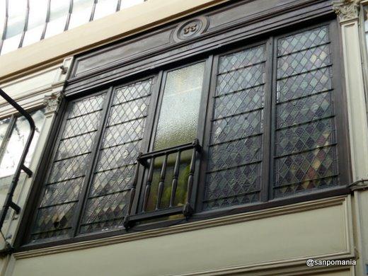 2007/10/22;パッサージュ・ジェフロワの二階の窓。