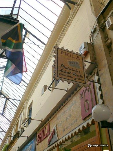 2007/10/22;パッサージュ・デ・パノラマの古切手の看板