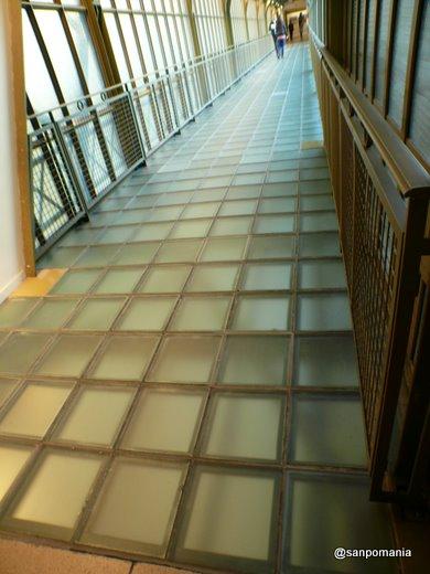 2007/10/24;ガラスブロックの渡り廊下