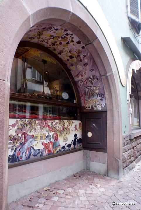 2011/11/16;表通り側の窓にはかわいいイラストが