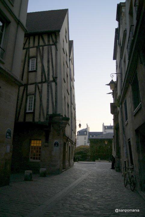 2011/11/19;パリで一番古い建物の裏側