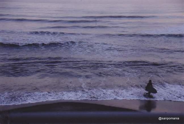2012/03/24;七里ヶ浜のサーファー