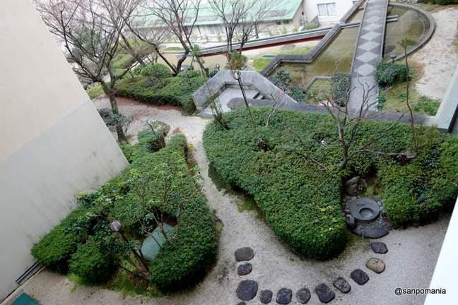 2013/01/19;建物の上の中庭;ウエスティン