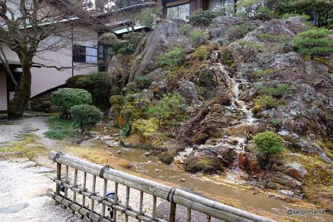 2013/01/19;佳水園入り口の庭園