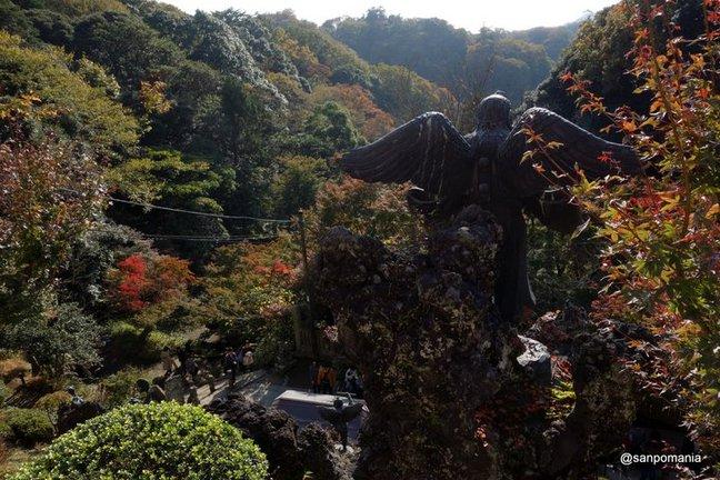 2014/11/23;半僧坊前の石段の天狗;建長寺