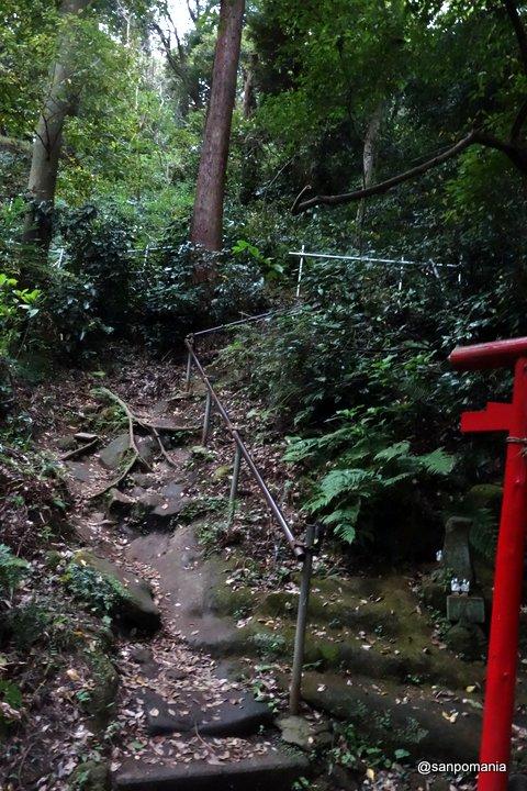 2014/10/04;社殿の脇の山道
