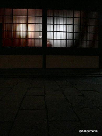 2009/05/22;繊細な京格子の向こう側から漏れる明かりがとても素敵。